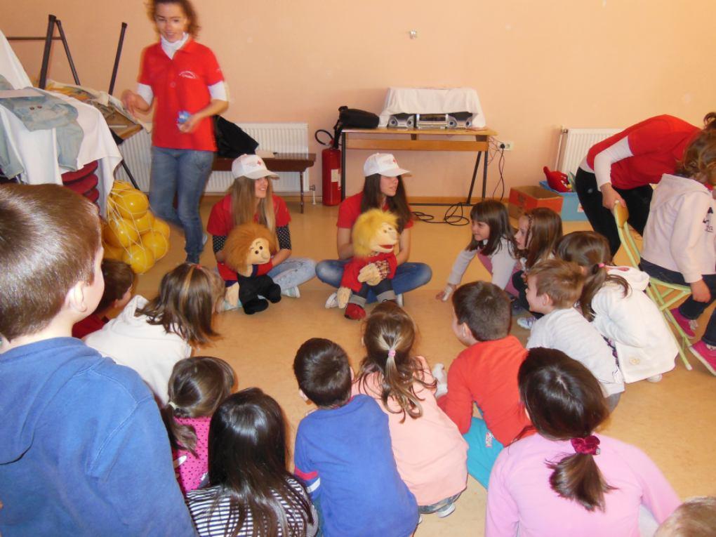 Djeca pomažu djeci